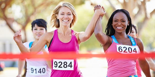 runners-finishing-race